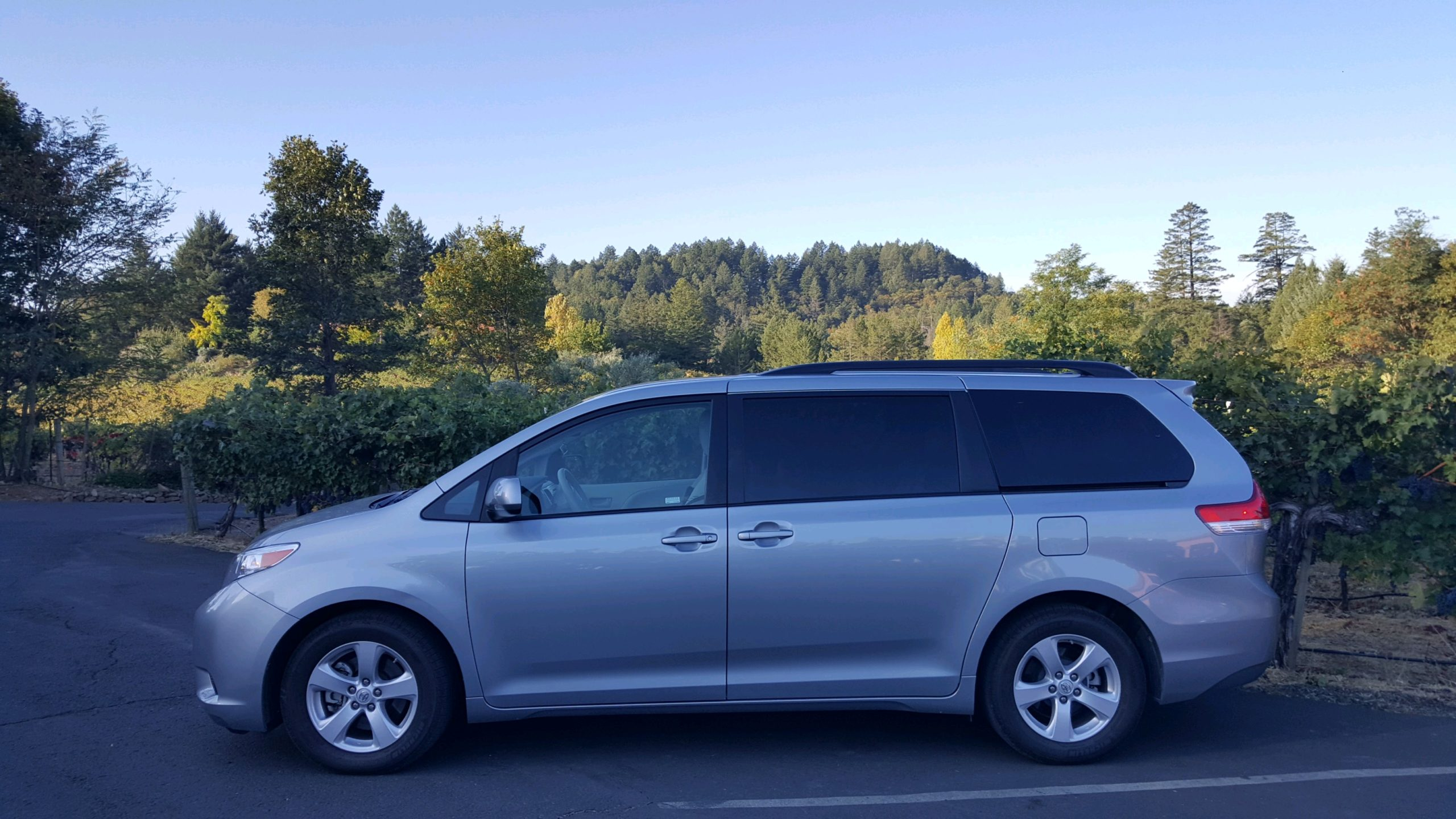 Toyota Sienna Van - Seats 7 Guests. $60 an hour Credit Card or $55 an hour cash!